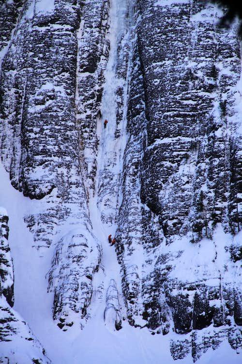Climbers on Ribbon WI4