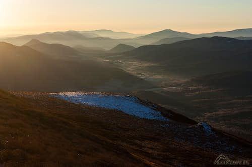 When the valleys meet the sun...