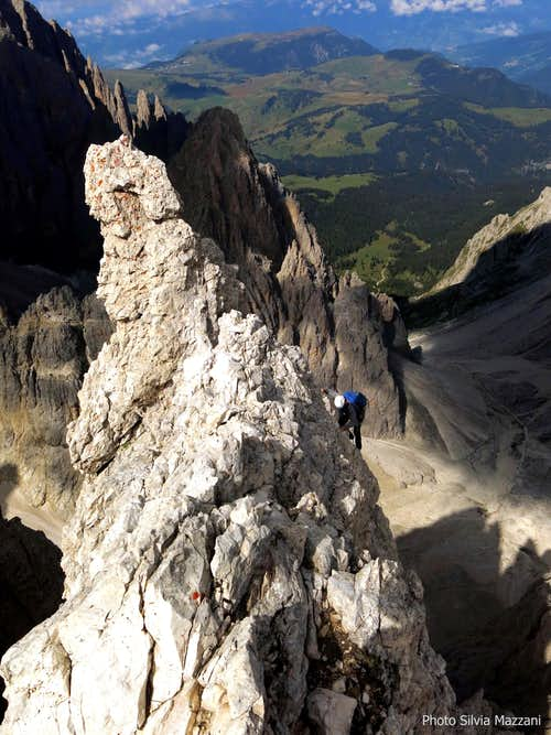 A climber while reaching Pollice summit, Sassolungo