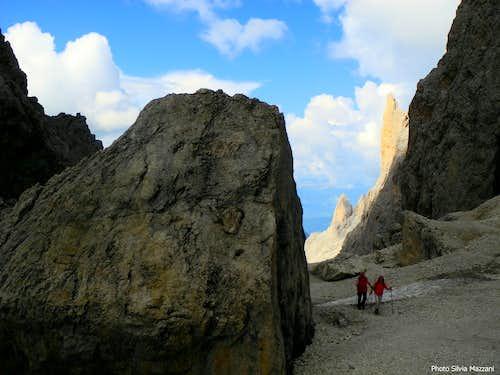 Trekkers near Forcella Sassolungo