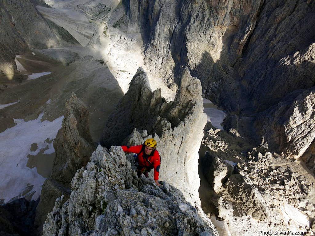 Airy climb on Spigolo del Pollice