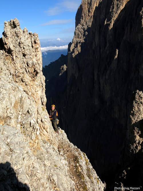 Pollice del Sassolungo, belay along the ridge