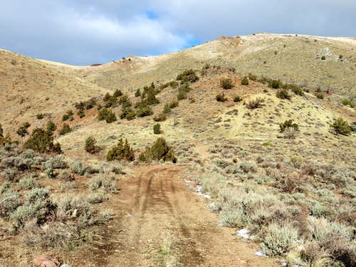 Nearing the end of the road towards Seven Lakes Mountain