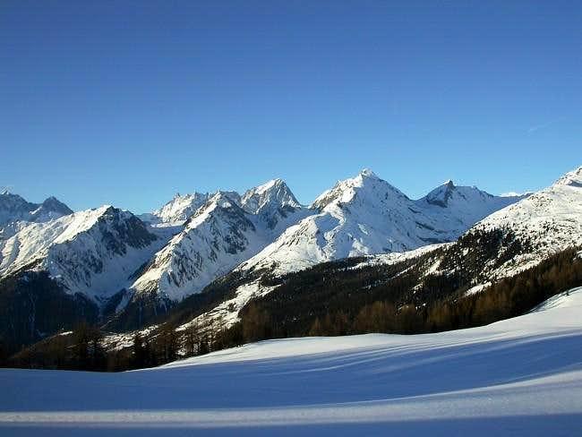 Pano view from  mont Maudit to Aiguille de Bonalè