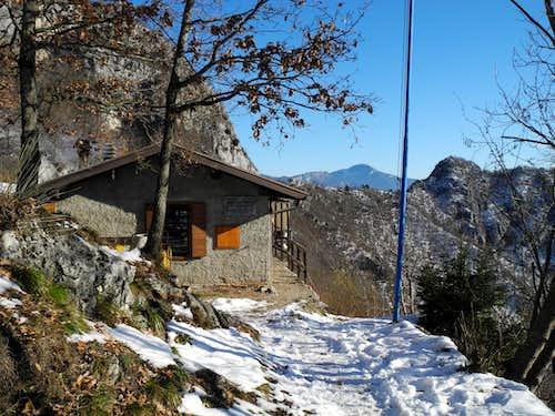 Bivacco Arcioni, an eagle's  nest over Garda Lake