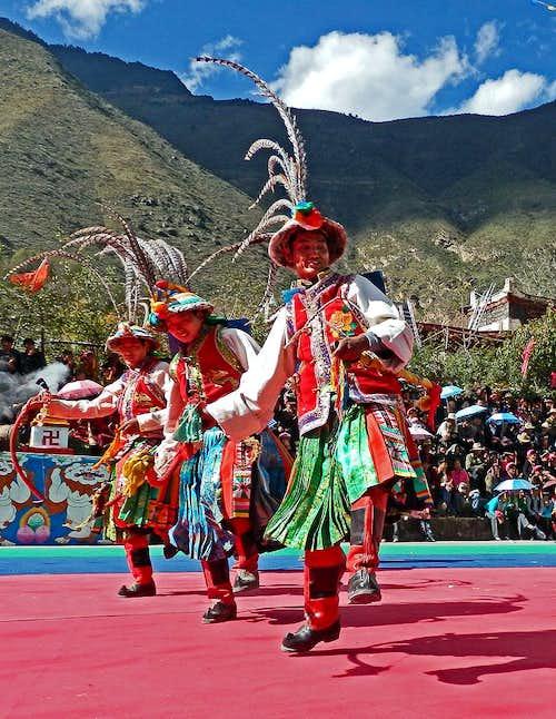 A dancing Tibetan-4