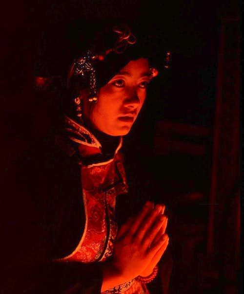 A praying Tibetan-1