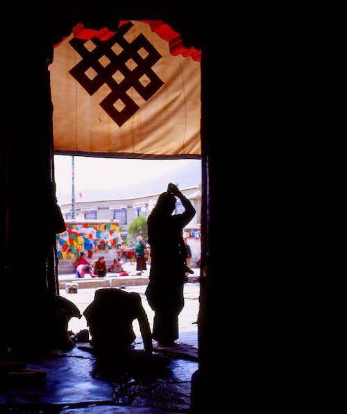 A praying Tibetan-4