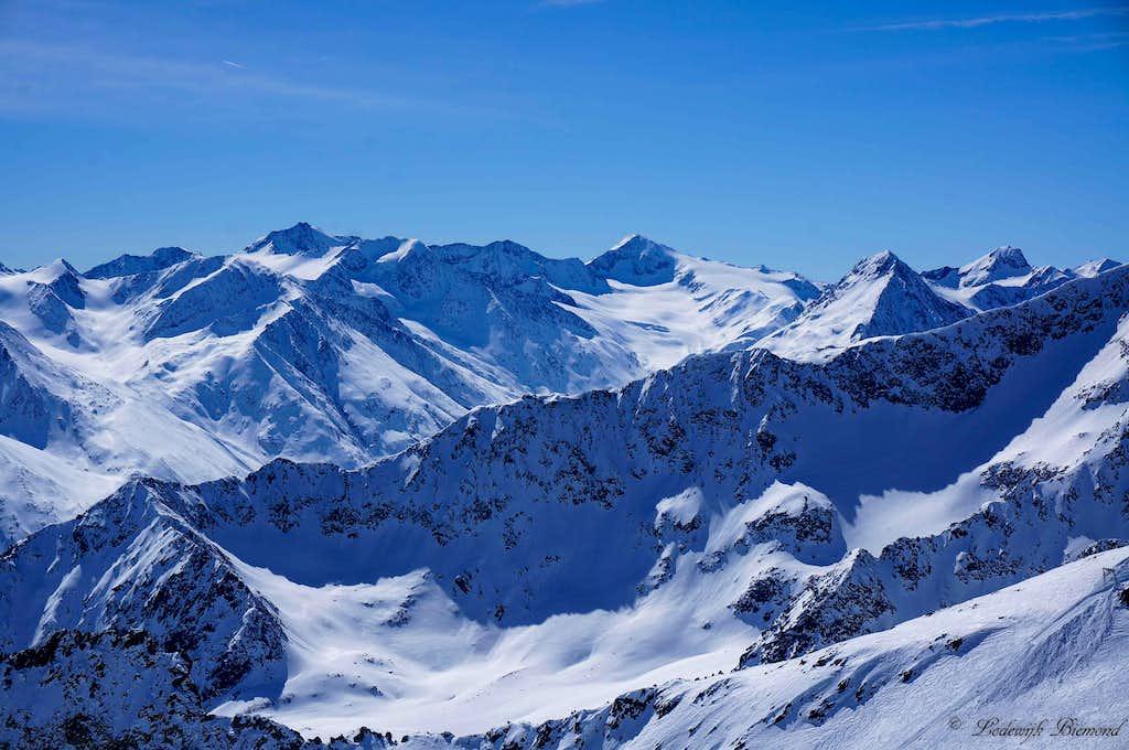 Hintere Schwarze (3626m) & Similaun (3606m)