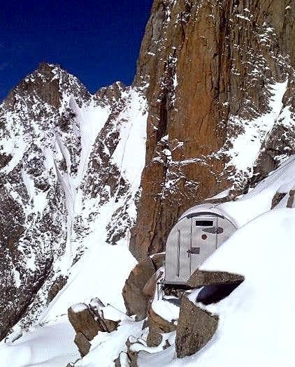 Col Eccles, Bivouac Lampugnani - Grassi (Monte Bianco)