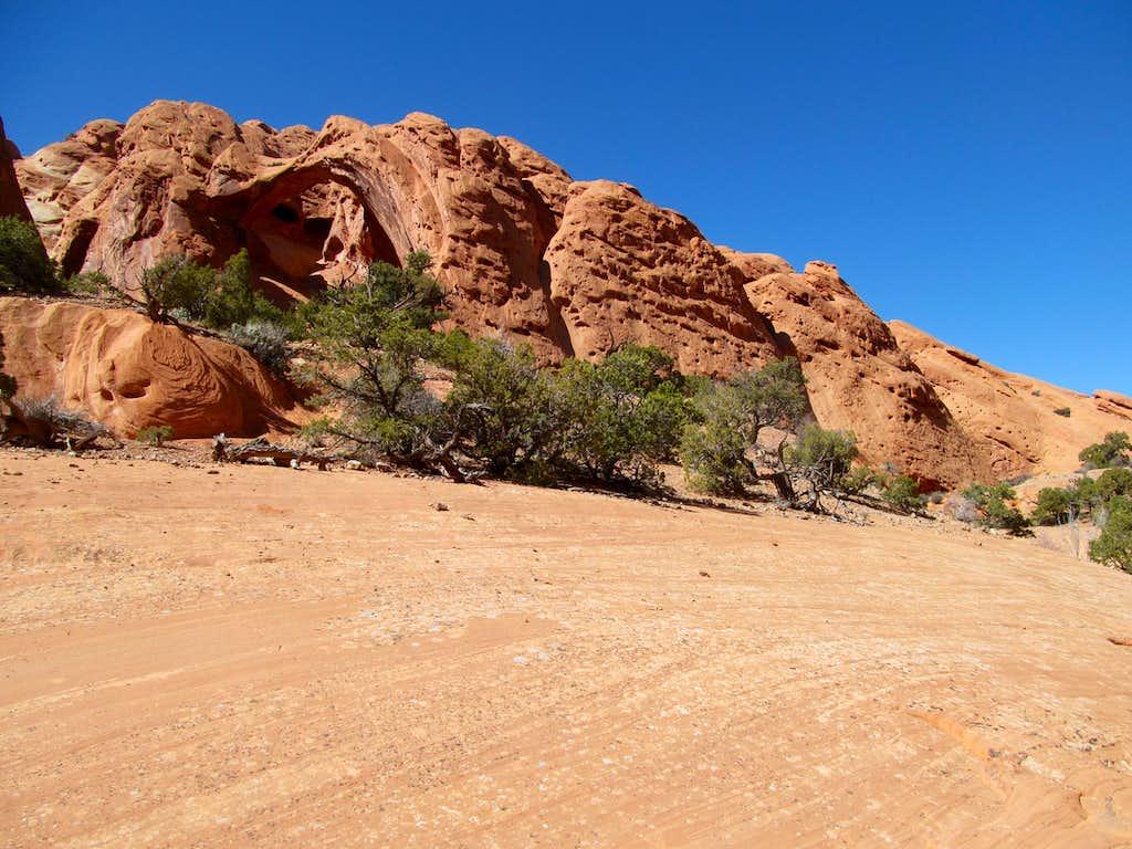 an arch amidst redrock