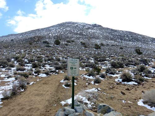 Trail sign to the summit road