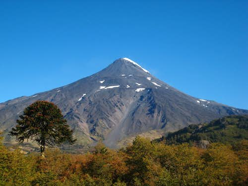Full view of Lanin from the highway