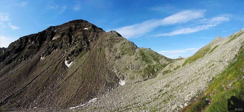 Napfspitz (2888m) and the Edelrauthütte, located on the Eisbruggjoch (2545m)