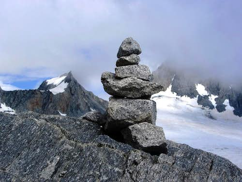 One of the many cairns along the Großer Möseler normal route