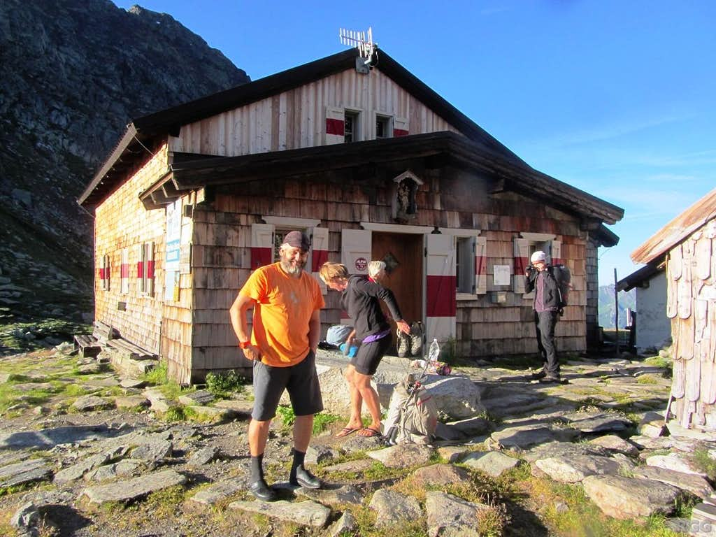 The Edelrauthütte, with the hut warden seeing me off