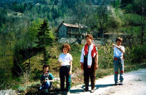 Kids & Teens/1 Going to Reverier du Tzat Alp 1985