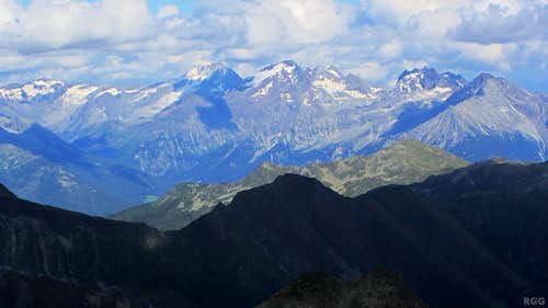 Zooming in on the Rieserferner Alps from the Napfspitz