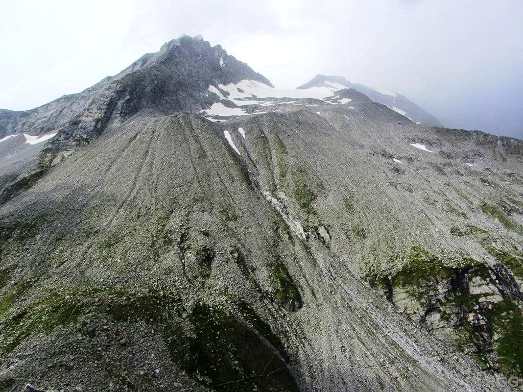 Niederer Weißzint appearing higher than the Hoher Weißzint from the slopes of the Napfspitz