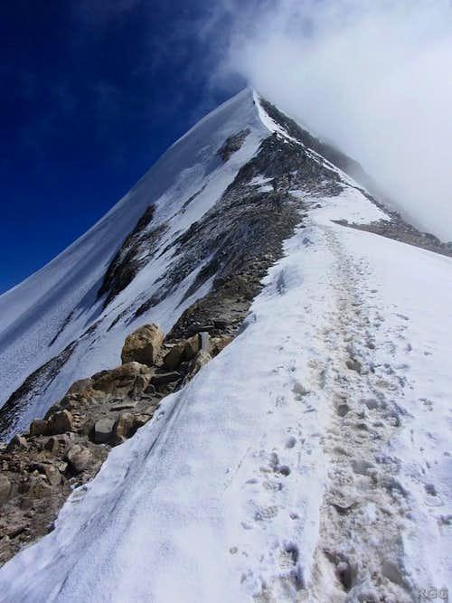 It's still a wide trail right before the Hochfeiler summit ridge