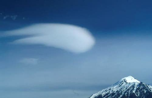 Lenticular cloud and Ostry...