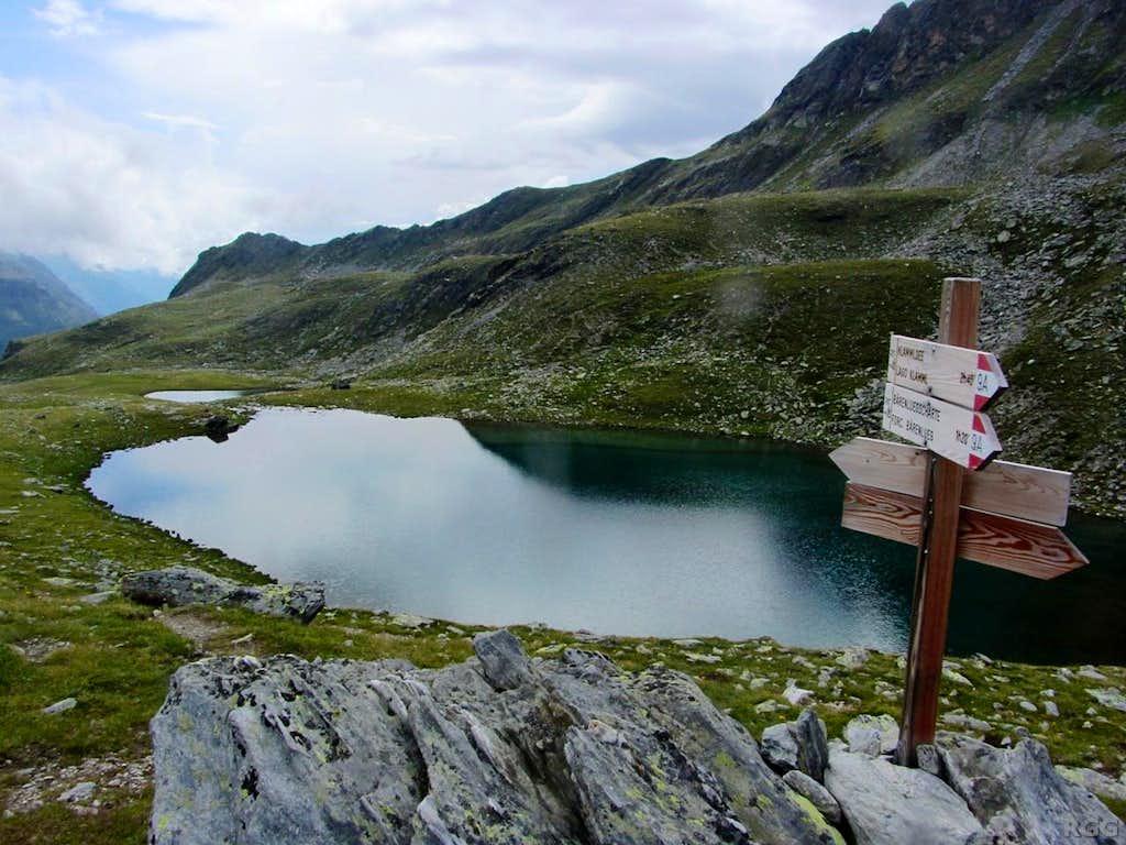 Signpost east of the Kofler Lakes
