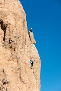 Climbers on Roque Nublo s north-east edge