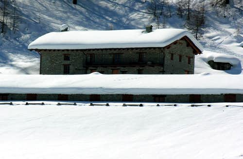 Aosta / 4b Arriving towards New Refuge Chaligne 2006
