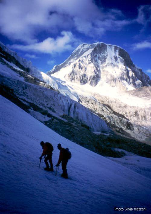 Ishinca, first steps on the glacier and Ranrapalca 6162 m.