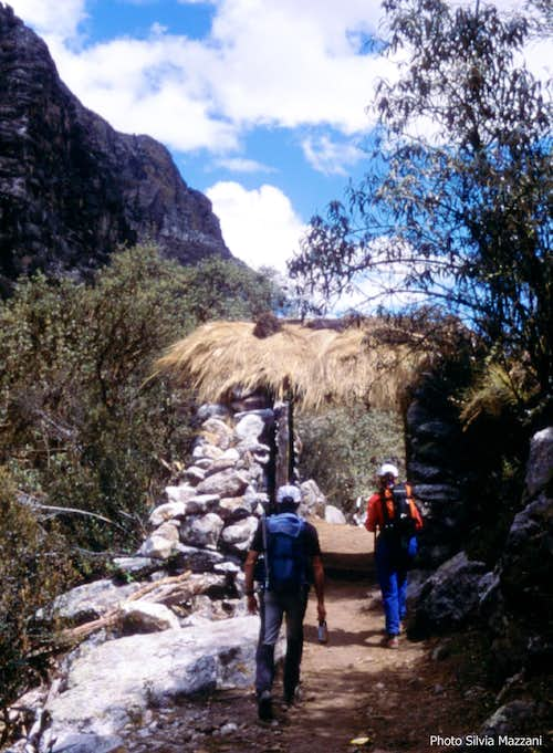 Quebrada Ishinca approach trail