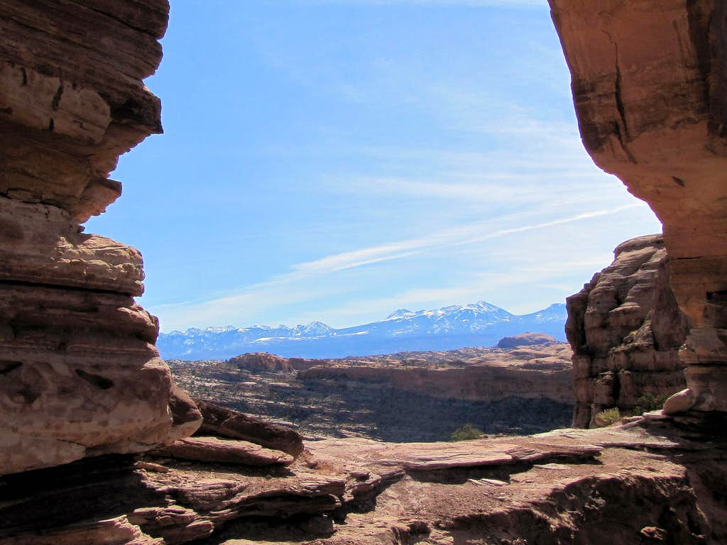 La Sal Mountains seen through the openning of Jeep Arch