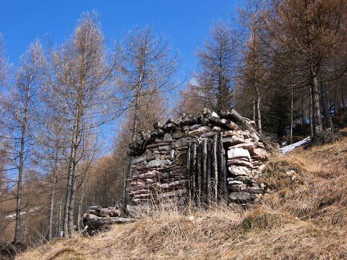 Tiny stone-shelter along Cornetto trail