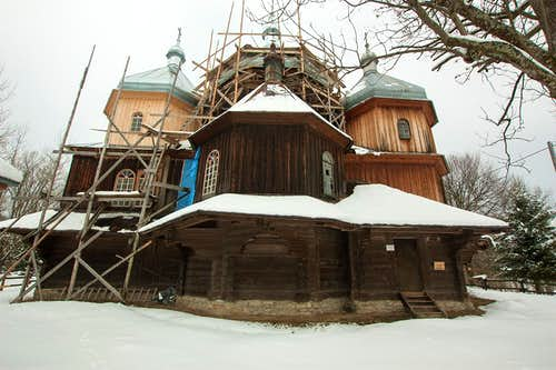 Wooden tserkva in Bystre