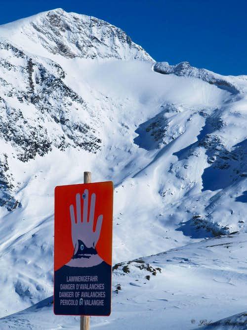 Avalanche Sign & Hoher Riffler
