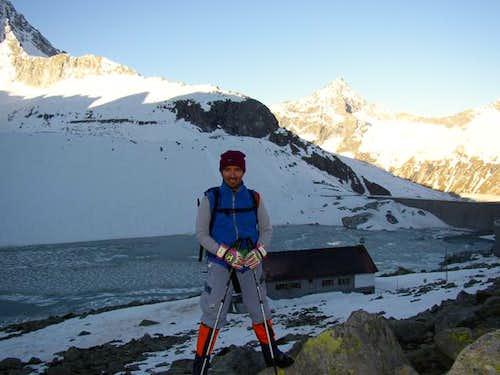 Rifugio Garibaldi and lake...