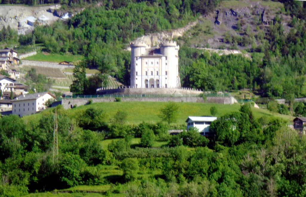 Trip around Castles Aymavilles with 4 towers 2015