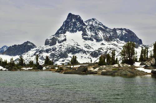 Banner Peak above Island Pass