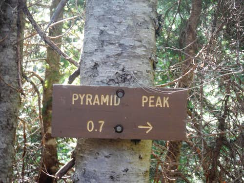 Spur Trail Sign to Pyramid Peak