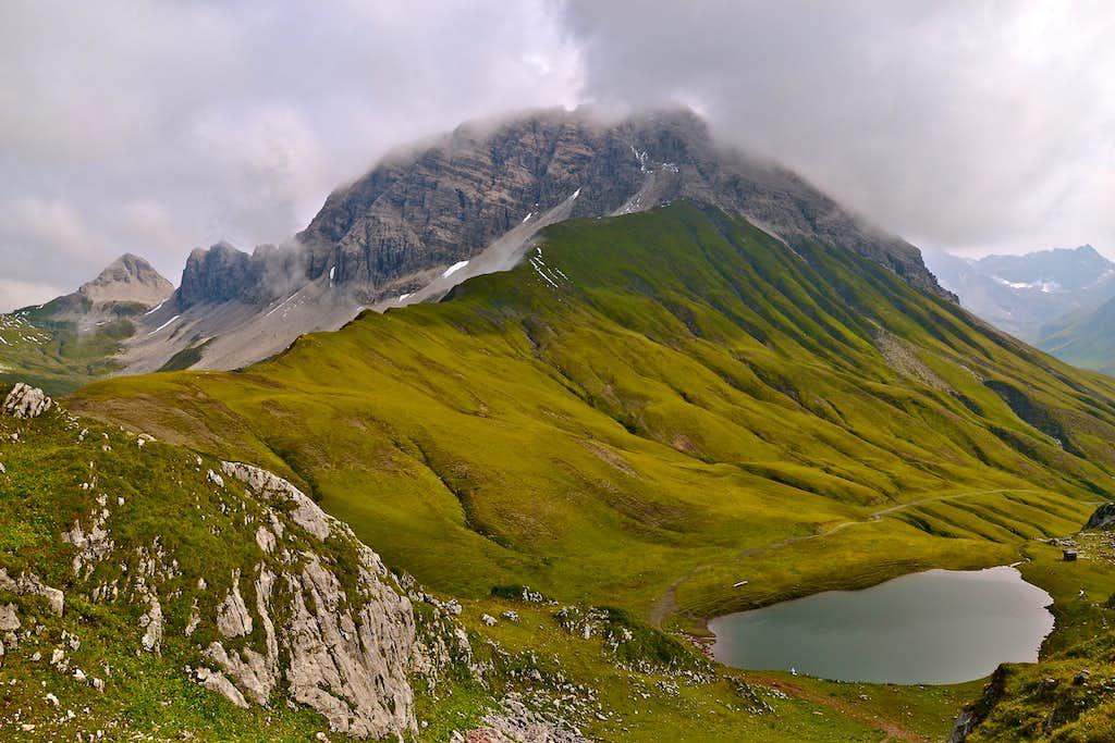 Rüfispitze and the Monzabon lake