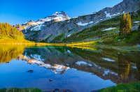Le Conte reflection in Yang Yang Lakes
