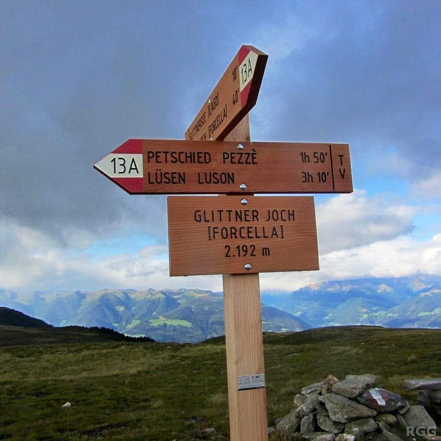 Sign post at the Glittner Joch (2192m)