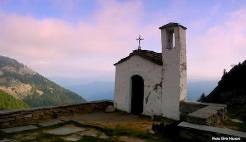 Small alpine chapel near Selleries Hut