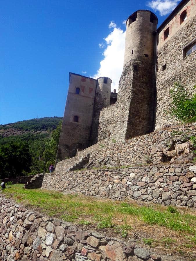 Aosta & Surr ...  XI° Century Quart Savoy Castle 2015