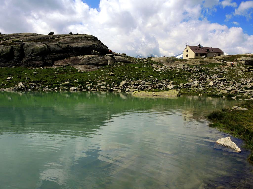Serristori shelter and Zai Lake
