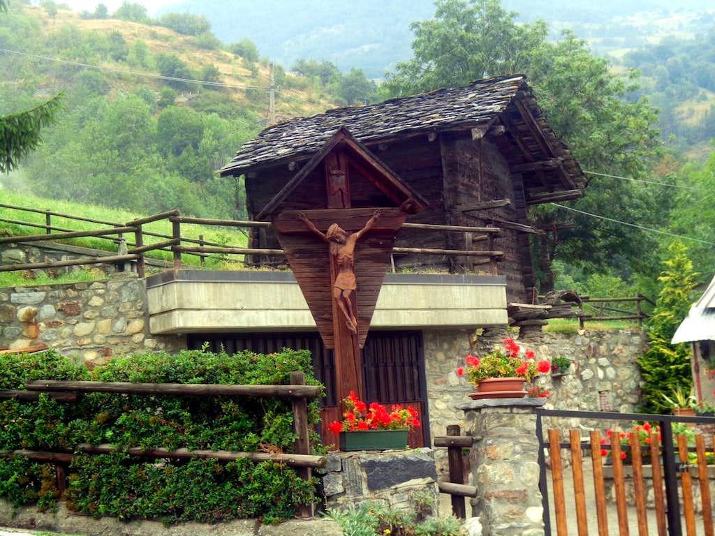 Just below Trois Villes Crucified & Resurrected 2015