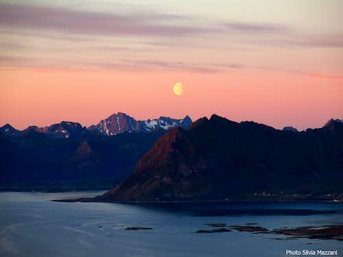 Moon-rise over Austvågøy seen from Hoven