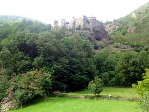Low Northern ... Villair de Quart Castle of 1185 2015
