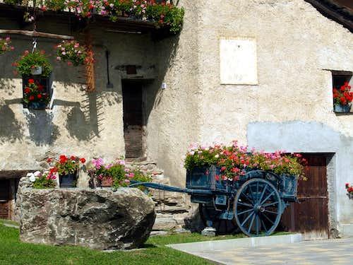 Alpine / 2 Del Village above St. Denis Commune 2015