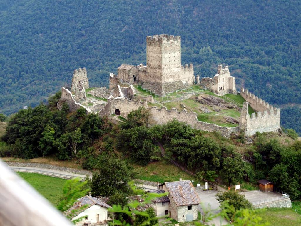 Low N Valley / C 1- Cly 1351 Castle in St. Denis 2015