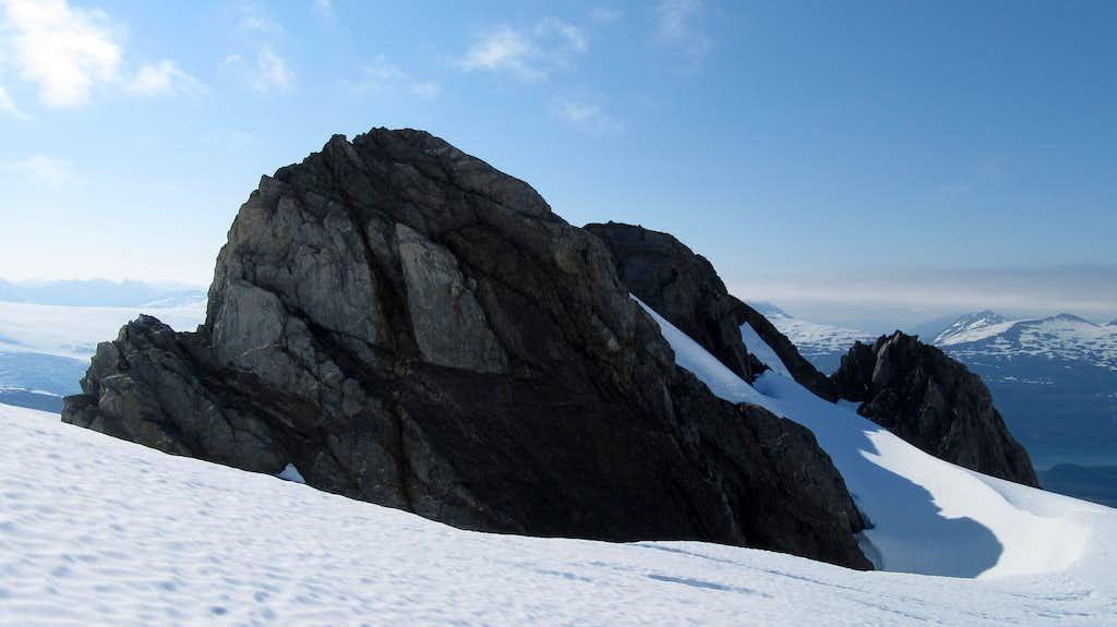 False summit rocks of Jatt Peak